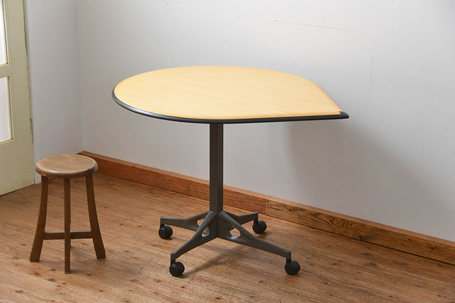 ハーマン・ミラー ティアドロップテーブル